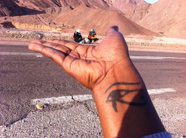 We wait for a ride to the Taba border… Bedouin woman also wait for a ride… Hitchhiking too?